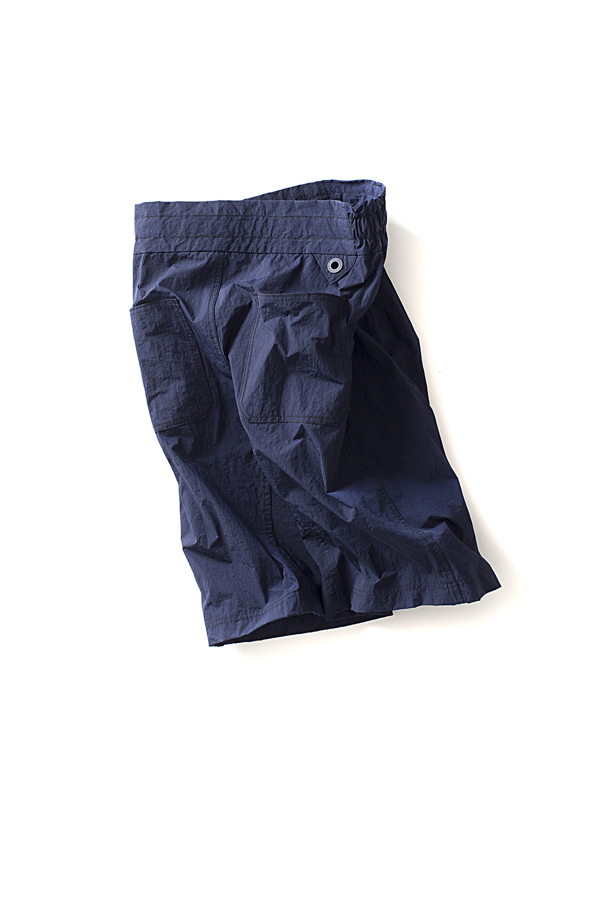 WHITE MOUNTAINEERING : 2-Tuck Wide Short Pants (Navy)