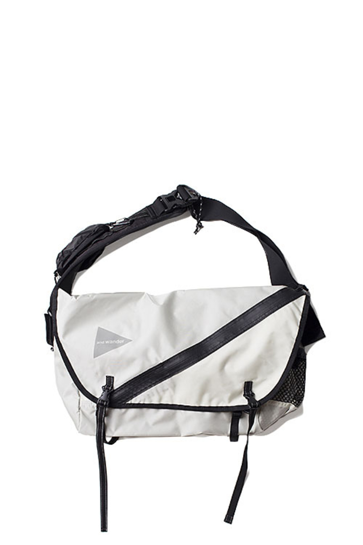 and wander : 20L Messenger Bag (White)