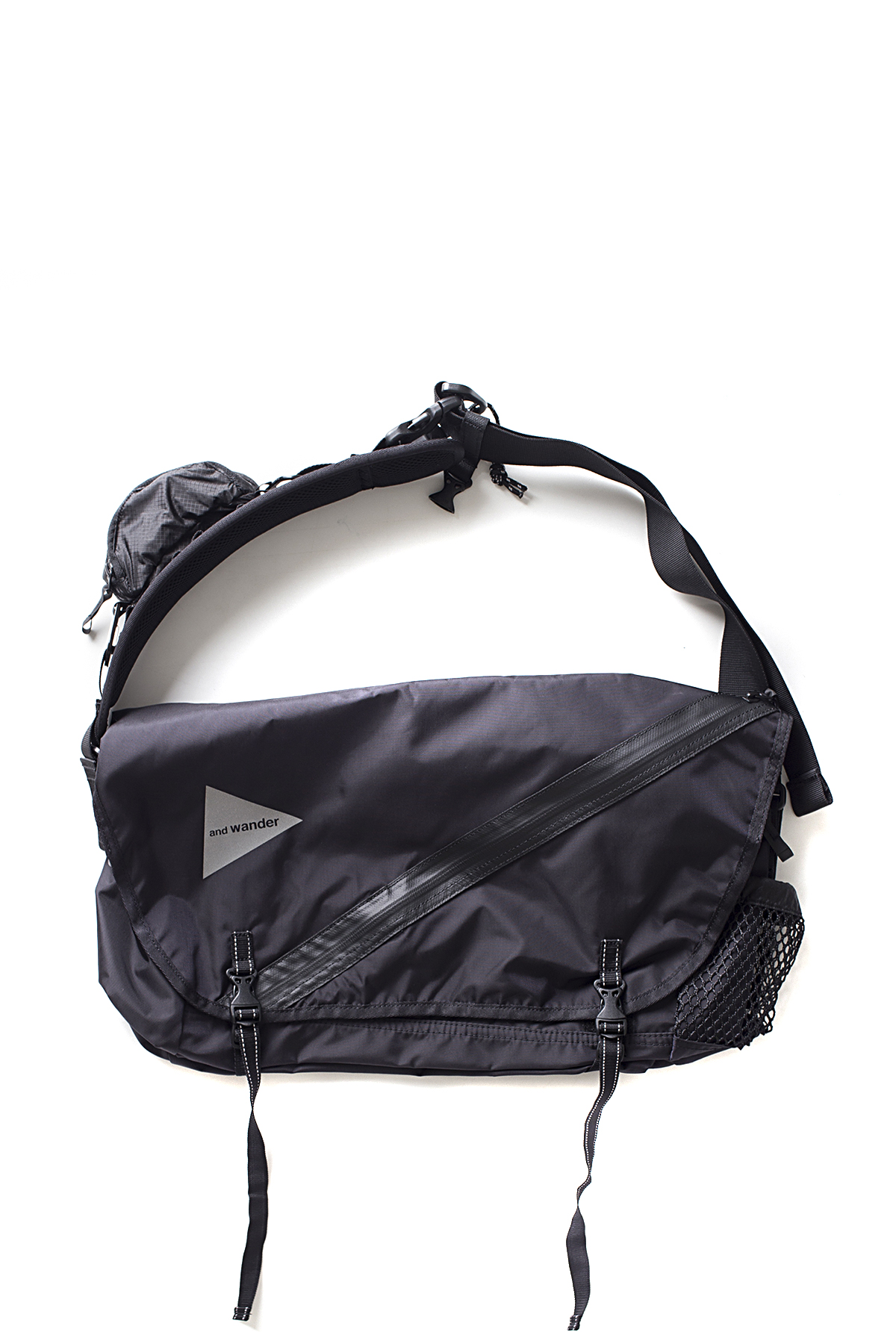 and wander : 20L Messenger Bag (Black)